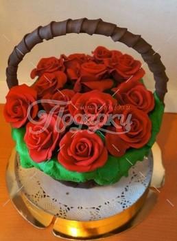Шоколадная корзина №7 с красными розами