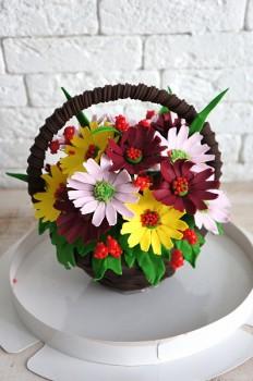 Шоколадная корзина №40 с разноцветными герберами и ягодами