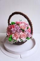 Шоколадная корзина №5 с розовыми и сиреневыми розами