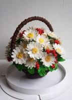 Шоколадная корзина №32 с ромашками и ягодами