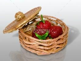 Лукошко с ягодами
