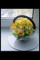 Шоколадная корзина №17 с желтыми цветами