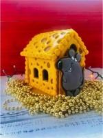 Сырный домик с мышаней