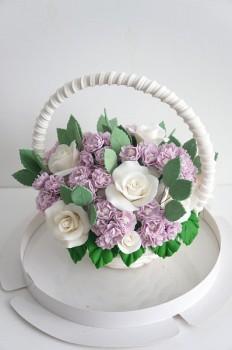Шоколадная корзина №31 с розами и сиренью