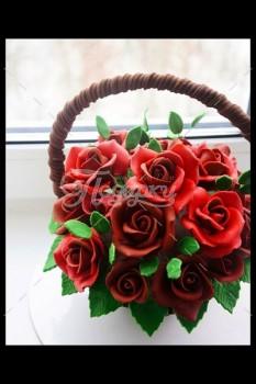 Шоколадная корзина №16 с красными розами