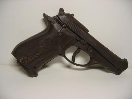 Пистолет из шоколада
